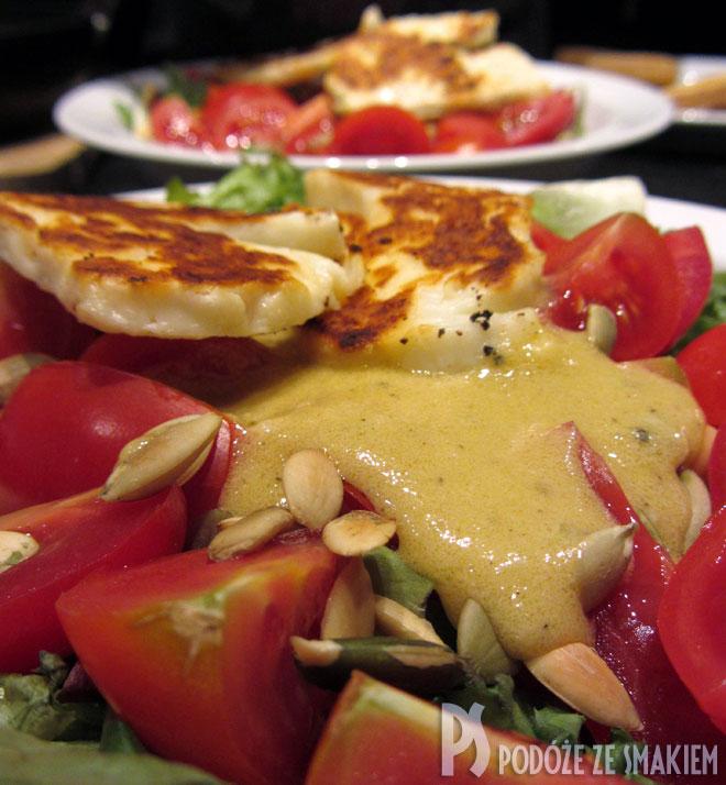 Sałatka z pomidorów z serem Halloumi