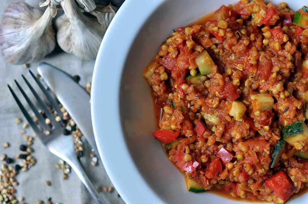 Kaszotto z kaszy gryczanej z pomidorami, papryką i imbirem